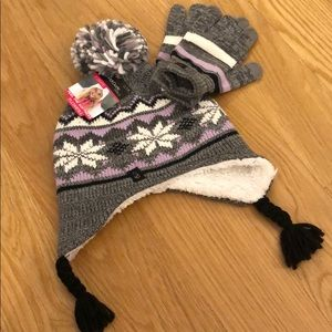 NWT cuddl duds hat and mittens set